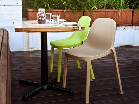 The Broom Chair is a creation of the French star designer Philippe Starck, who designed it for Emeco. The chair is made of 90% recycled materials, which are processed as wood-polypropylene.