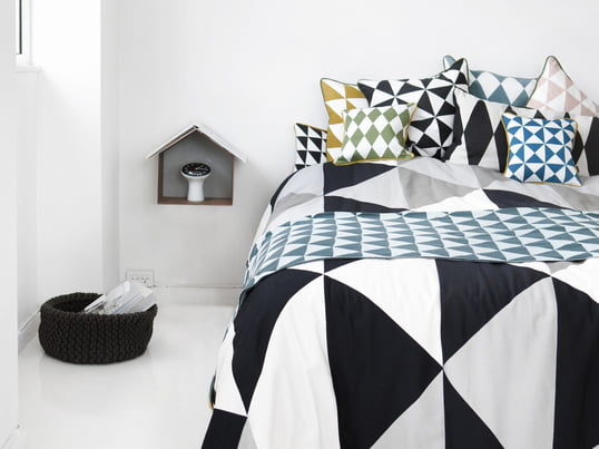 The black and white bedspread from Ferm Living change the bed into a modern and stylish object in your bedroom. In addition to the blanket Ferm Living designed the compatible graphic pillows.