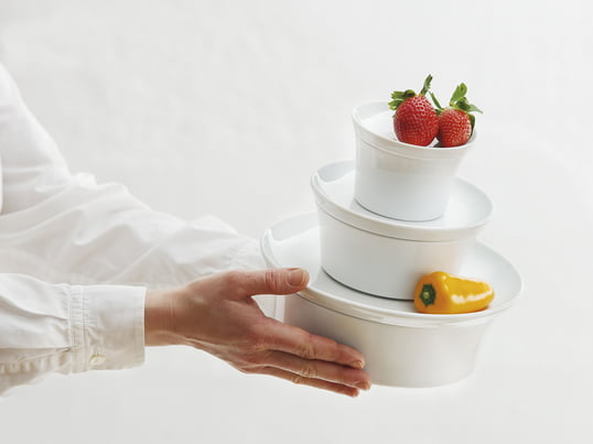 The Baking Dish with Lid provides thanks to its silicone coating underneath a nonslip serving and futher makes sure that the porcelain does not clatter when cleared away.
