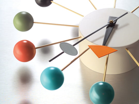 The colourful ball clock, a clock by Vitra, clearly belongs to the fancier wall clocks. Designed by George Nelson the clock convinces through valuable material processing and a sculptural form.