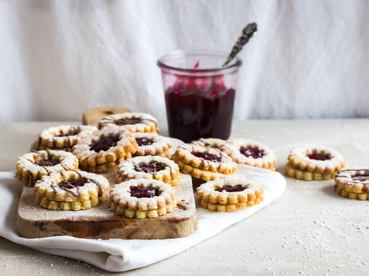"""Mhmm... Blogger Ineke from the blog """"Das Leben ist süß"""" stood in the kitchen for Connox and made delicious Christmas cookies. Find her article and recipe on our blog."""