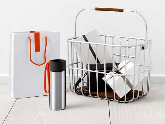 More than 6.4 billion takeaway coffee mugs end up in the bin in Germany every year. Save the environment by using insulated mugs and help your purse as well.