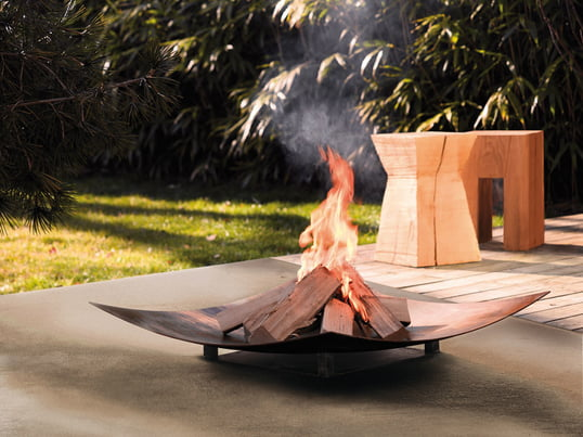The fireplace: An outdoor pleasure for family and friends. Combine it with the right seating furniture, for example wooden stools, and the brazier from Wodtke will instantly make any garden look more attractive.