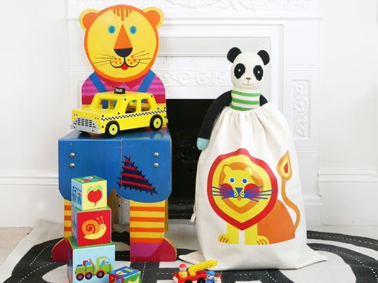 The toy bag by manufacturer byGraziela with its playful, beautiful motifs is not only a great dab of colour in the nursery, but also easily creates tidiness.