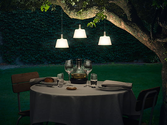 The SunLight solar pendant lamp by Eva solo can easily be hung up on the balcony or in a tree. The indirect light source is a special eye-catcher and dips the garden into a soft light - perfect as a highlight on the garden table