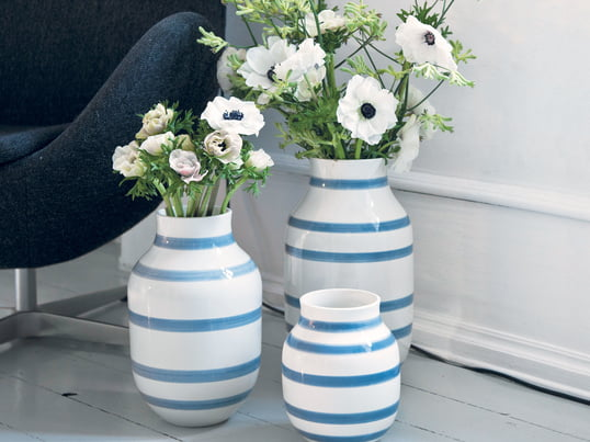 The Omaggio vases by Kähler in light blue spread a Mediterranean flair. Holiday feeling at home.