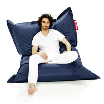 Fatboy, Original beanbag - situation with man on beanbag, blue