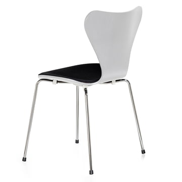 Series 7 Chair with front pad by Fritz Hansen in white