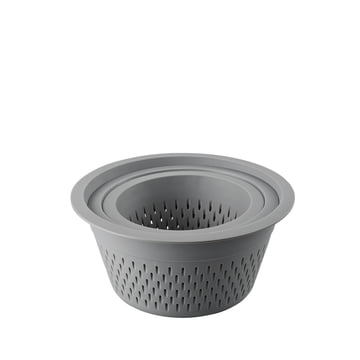 The plastic colander in the set of 3 by Thomas in grey
