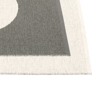 Vera Reversible Rug by Pappelina in Charcoal / Vanilla