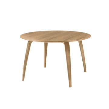 Dining Table 120 x 72 cm by Gubi in Oak
