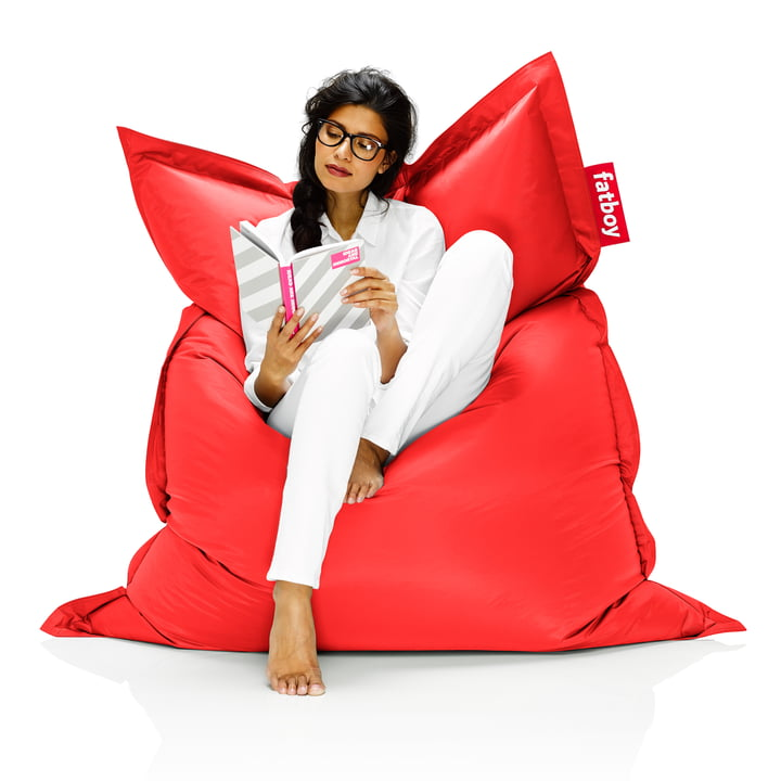 Fatboy, Original beanbag - situation with woman on beanbag, red