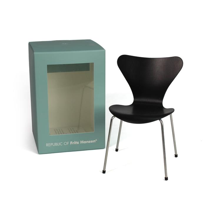 Miniature Series 7 Chair by Fritz Hansen in Black