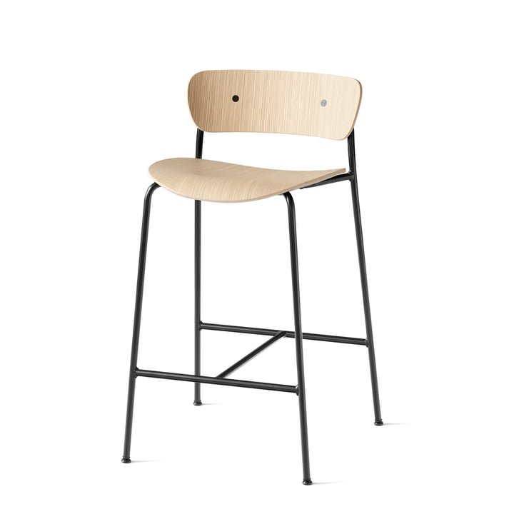 Pavilion Bar stool AV7 from & tradition - H 85 cm, black / oak varnished
