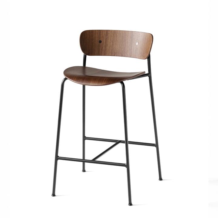 Pavilion Bar stool AV7 from & tradition - H 85 cm, black / walnut varnished