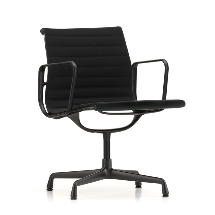 EA 104 swivel chair coated in deep black with armrests, rotatable from Vitra in Hopsack nero (felt glider)