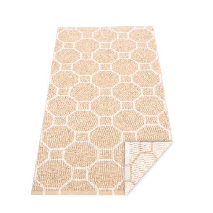 Squeegee reversible carpet, 70 x 150 cm in beige / vanilla by Pappelina