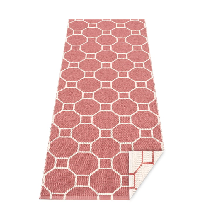 Squeegee reversible carpet, 70 x 225 cm in blush / vanilla by Pappelina