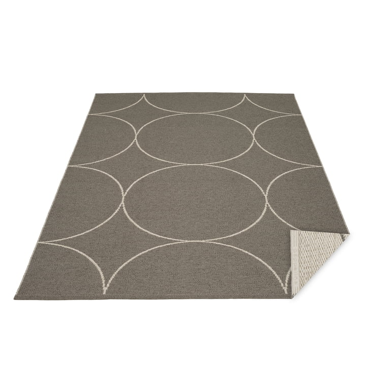 Boo reversible carpet, 180 x 275 cm in charcoal / linen by Pappelina