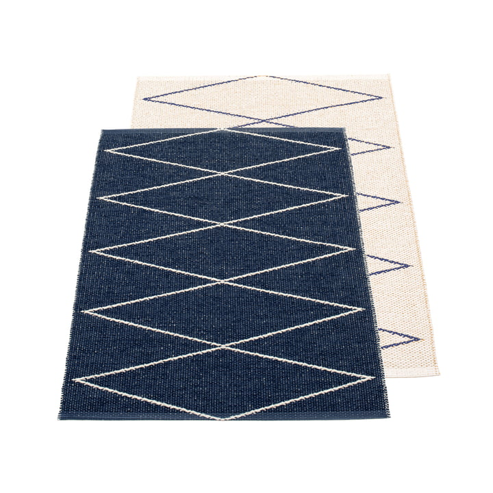 Max reversible carpet, 70 x 100 cm in dark blue / vanilla by Pappelina