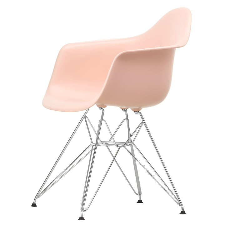 Eames Plastic Armchair DAR by Vitra in chrome-plated / soft pink