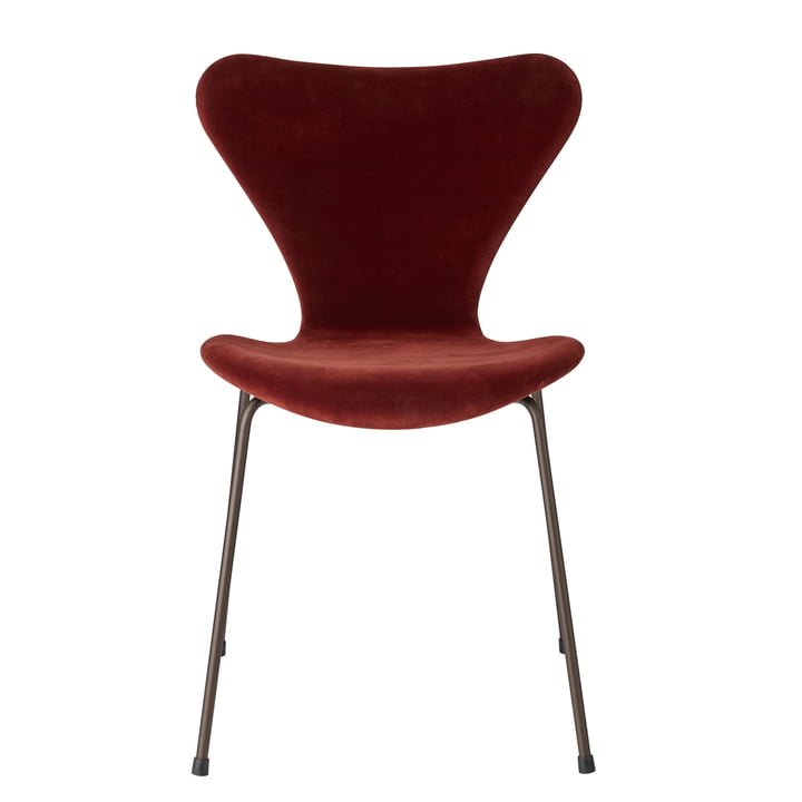 Series 7 Velvet Edition chair fully upholstered by Fritz Hansen in autumn red