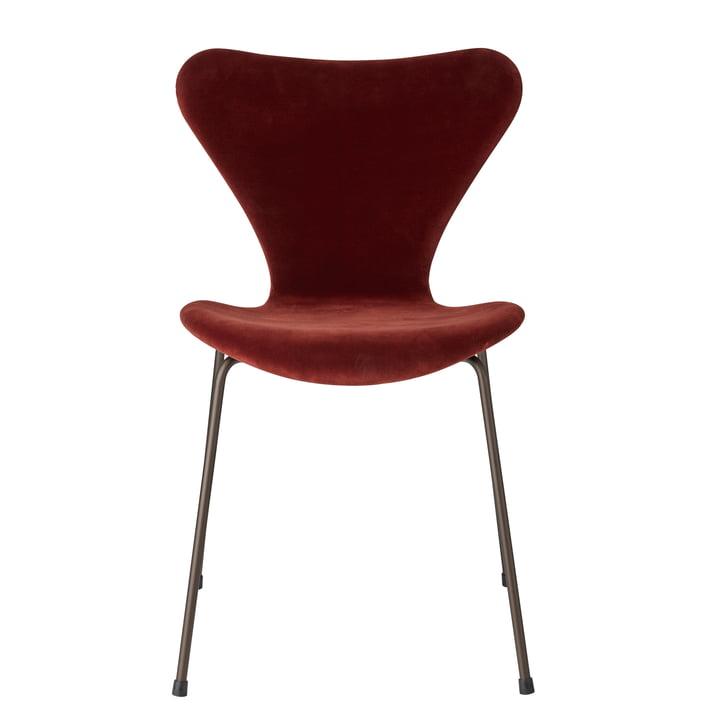 Series 7 Velvet Edition Chair fully upholstered by Fritz Hansen in autumn red