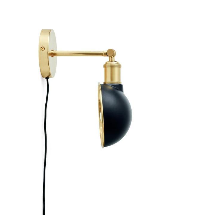 Walker wall lamp, brass / black by Menu
