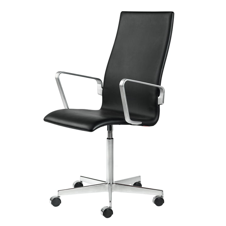 Fritz Hansen - Oxford Classic chair with armrests, middle back, height adjustable, aluminium high gloss chrome-plated / soft leather black (unbraked castors for hard floors)