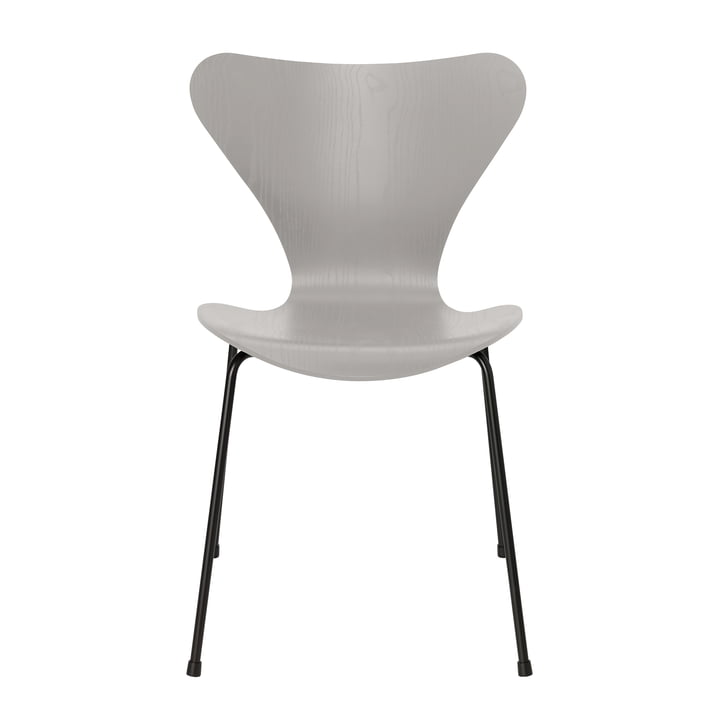 Series 7 chair by Fritz Hansen in ash nine gray colored / frame black