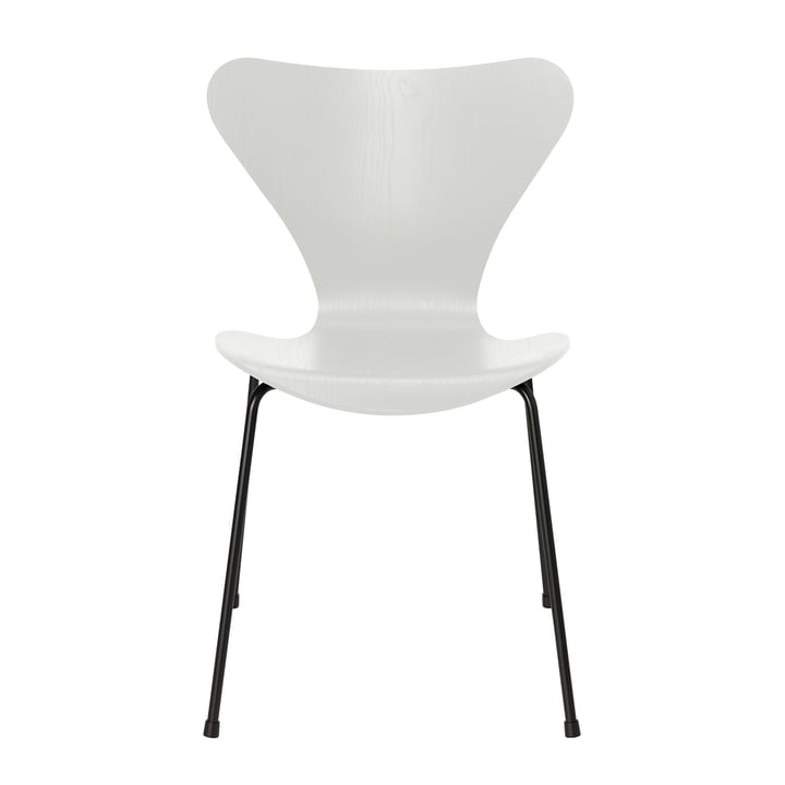 Series 7 chair by Fritz Hansen in white colored ash / frame black