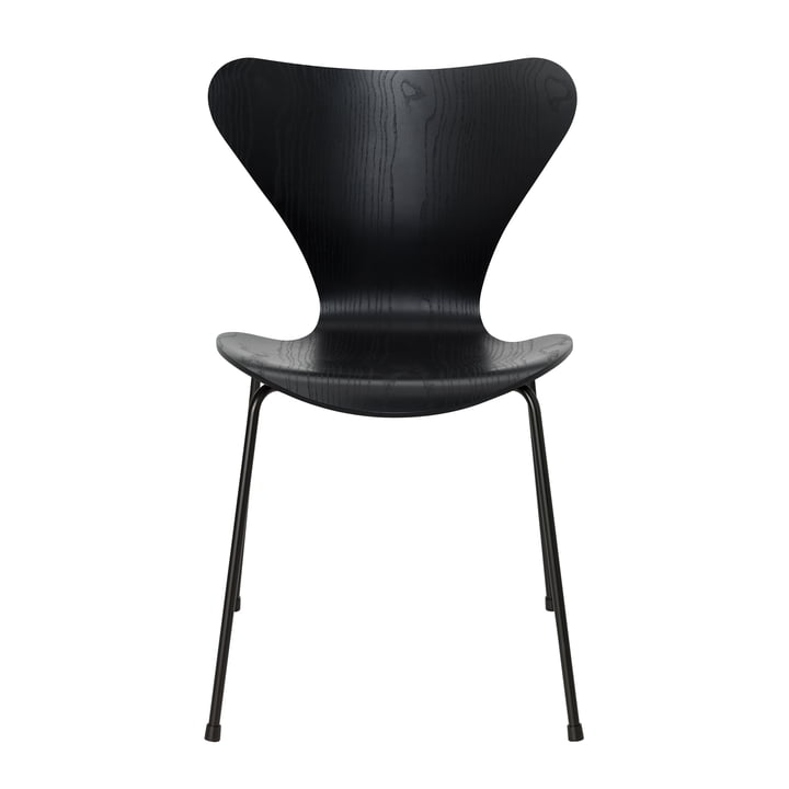 Series 7 chair by Fritz Hansen in black colored ash / frame black