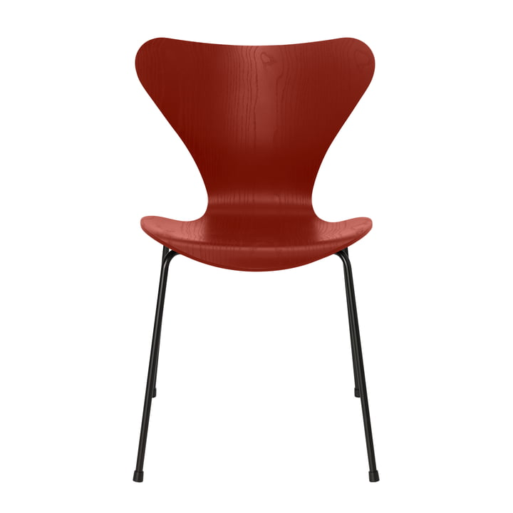 Series 7 chair by Fritz Hansen in venetian red colored ash / frame black