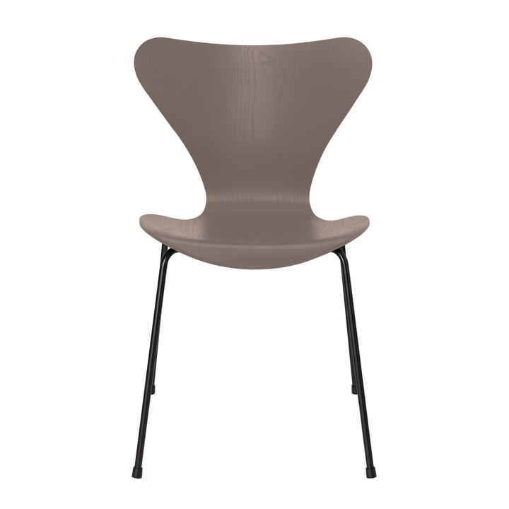 Series 7 chair from Fritz Hansen in ash deep clay coloured / black frame