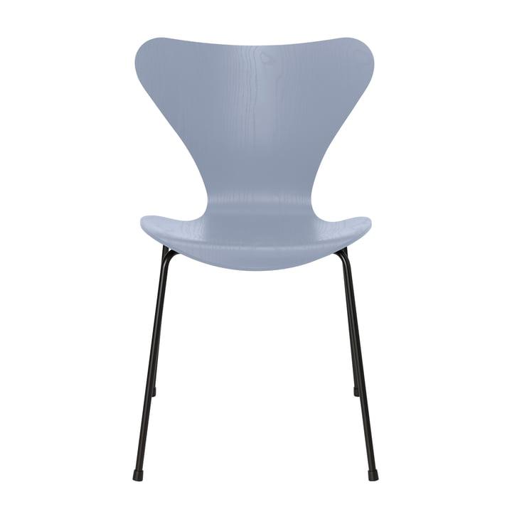 Series 7 chair by Fritz Hansen in ash lavender blue / frame black
