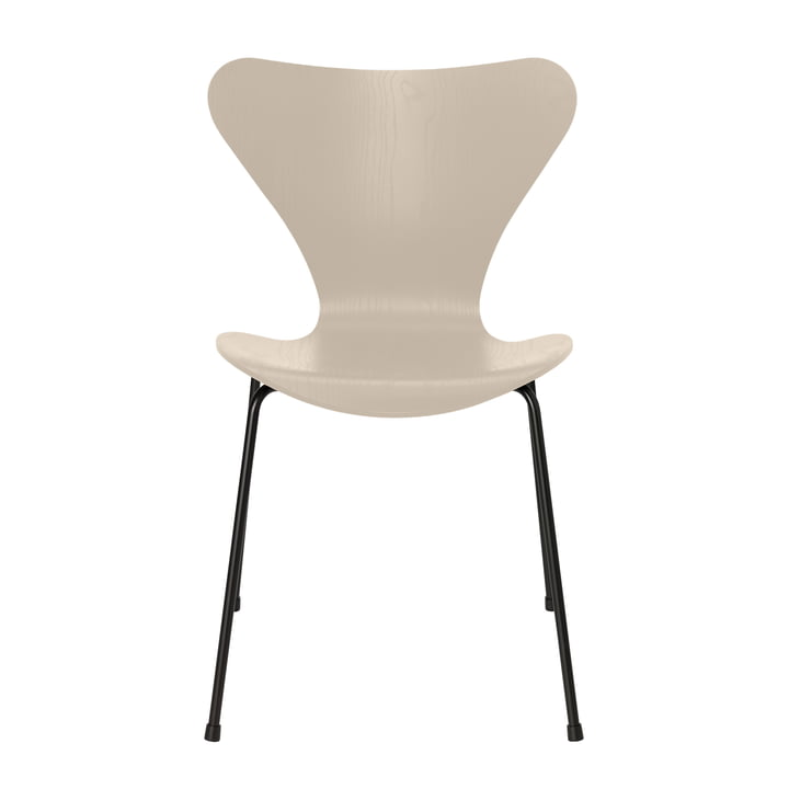 Series 7 chair by Fritz Hansen in ash light beige colored / frame black