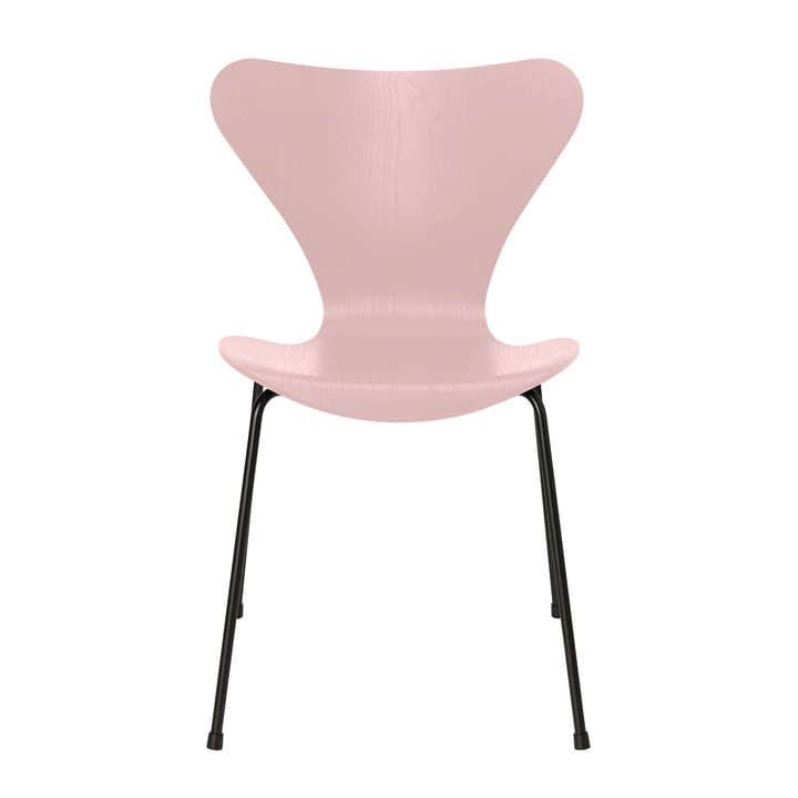 Series 7 chair by Fritz Hansen in pale rose colored ash / black
