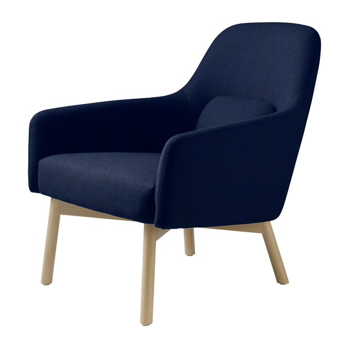 The L33 Gesja armchair from FDB Møbler in natural oak / royal blue