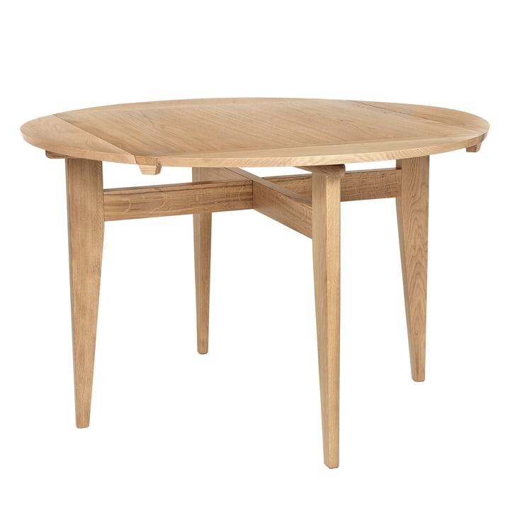 B-Table Ø 116 cm, oak matt lacquered by Gubi