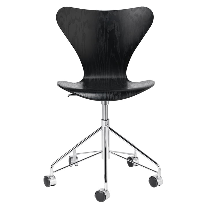 Series 7 office chair from Fritz Hansen in chrome / ash black coloured