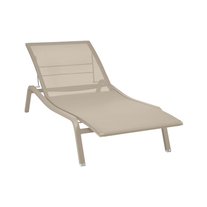 The Alize sun lounger adjustable from Fermob, nutmeg