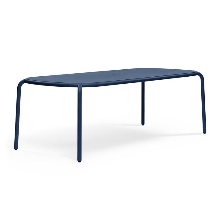 The Toní Tablo table from Fatboy , 220 x 99 cm, dark ocean