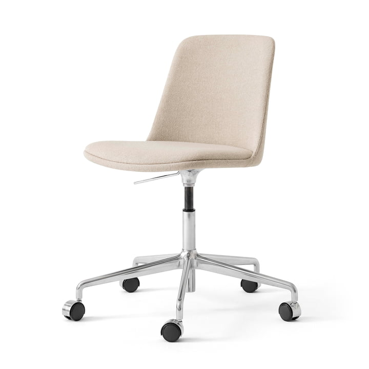 The Rely HW31 swivel chair from & Tradition, sand / silver