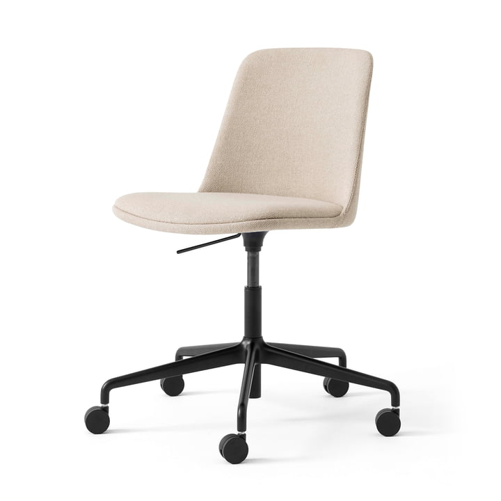 The Rely HW31 swivel chair from & Tradition, sand / black