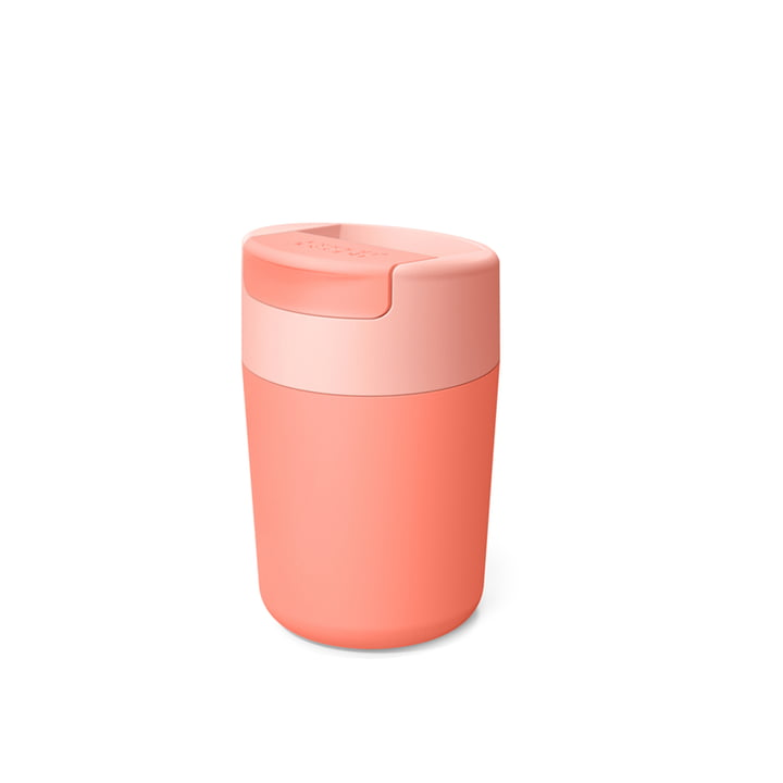 Sipp Travel mug with flip lid from Joseph Joseph in coral color