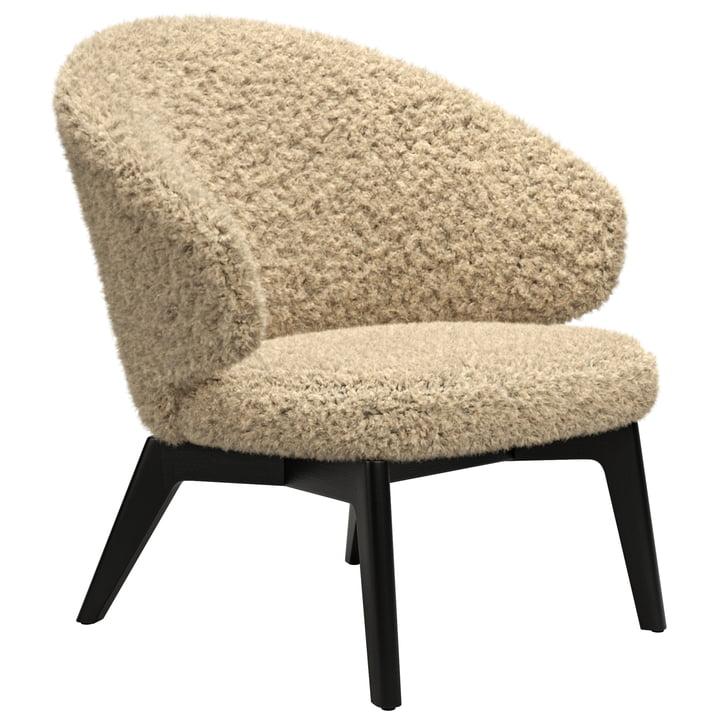 Let lounge chair wooden frame from Fritz Hansen in sheepskin curly moonlight / black