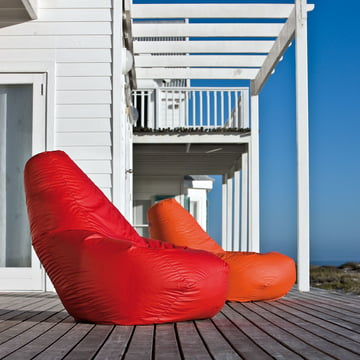 Zanotta - Sacco Sitzsack orange and red, on the veranda