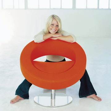 Softline - Hello swivel chair, orange - ambience, with person