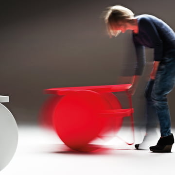 Casamania - Chariot Mobile Table, red - movement