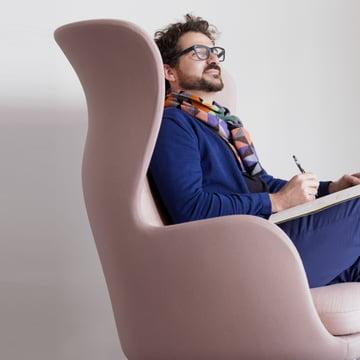 Fritz Hansen - Ro, pink - Jaime Hayon, sitting